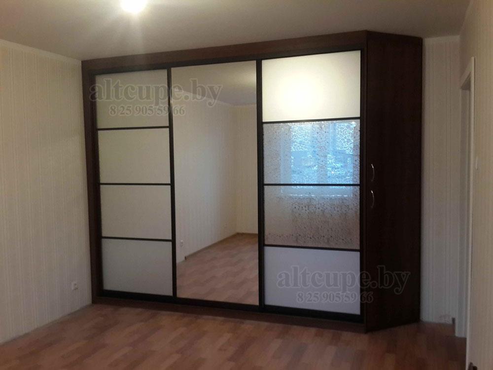 Шкаф-купе с комбинированными дверями, зеркало декоративное у.