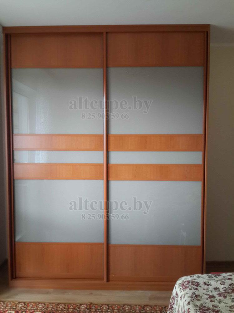 Шкаф купе с комбинированными дверями стекло лакомат и дсп ви.